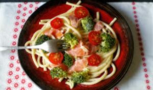 Bucatini au saumon fumé et brocolis