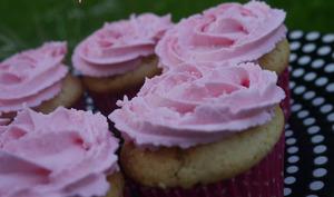 Cupcakes vanille cœur surprise à la fraise