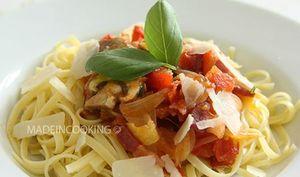 Compotée de tomates aux lardons et aux champignons