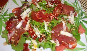 Salade d'agrumes sur son lit de mesclun