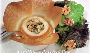 Poire farcie croustillante au roquefort et aux noix