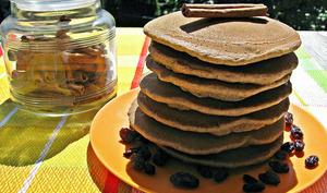 Pancakes sans gluten aux raisins et à la cannelle