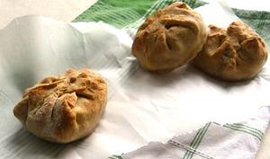 Brioches salées complètes farcies aux haricots et mozzarella