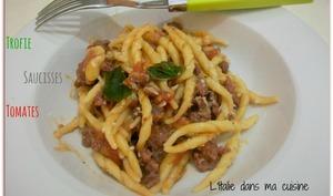 Trofie, saucisse et tomates