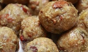Dink ladoos – boulettes sucrées à la gomme arabique