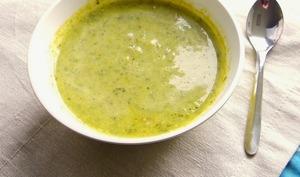 Soupe de légumes verts au curry