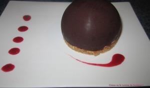 Dôme chocolat mousse framboise coeur blanc