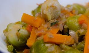 Choux de Bruxelles à la tomate et à la carotte