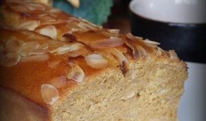 Cake à la purée d'abricots et amandes effilées