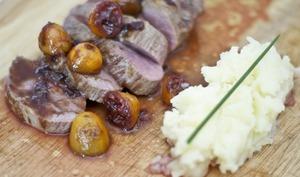 Magret de canard, sauces Kumquats et vin rouge