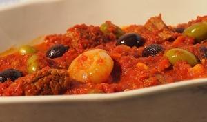 Poitrine de boeuf à la sauce tomates et olives