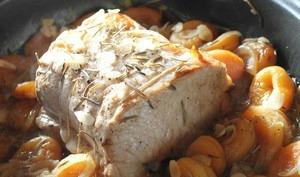 Rôti de porc aux abricots et romarin