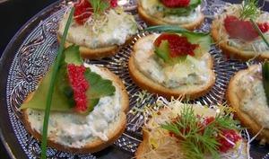Tartinade de thon au piment d'Espelette, fromage frais, concombre, oeufs de lumpe