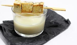 Purée de choux fleur au poivre vert et brochettes de tofu mariné au citron et aneth
