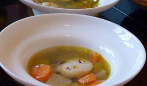 Bouillon de légumes et saint jacques pochées