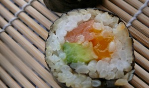 Makis mangue-saumon-avocat