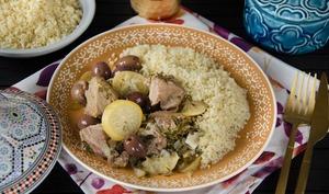 Tajine d'agneau aux citrons confits et aux olives violettes