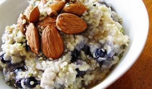 Gruau de quinoa aux bleuets, sans gluten