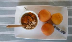 Abricots rôtis lavande miel, crumble chocolat blanc