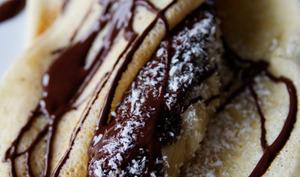 Crêpe banane, chocolat, glace à la noix de coco
