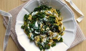 Riz, chou kale et courgette sautés et épices