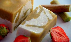 Terrine marbrée à la rhubarbe et au tofu soyeux