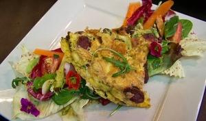 Omelette de figatellu et salade d'hiver Castelfranco et Trévisane