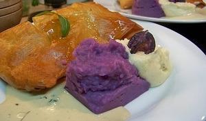 Feuilletés de pavés de truite de la Touvre sauce à l'absinthe, et ses deux purées panais-muscade et vitelottes-cannelle