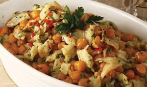 Salade de morue, pois chiches et pommes de terre