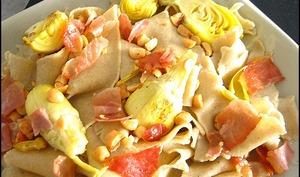 Pappardelles aux coeurs d'artichauts, pignons et jambon