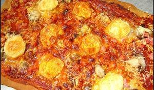 Pizza au chèvre, jambon et champignons
