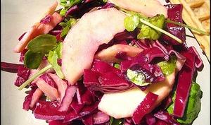 Salade de pommes et chou rouge