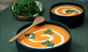 Velouté de carottes au lait de coco et à la coriandre