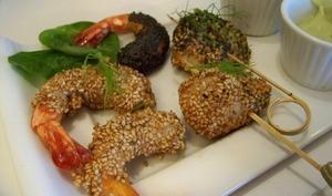 Crevettes et St Jacques croustillantes aux sésame et pavot