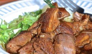 Épaule de porc braisée à la bière brune