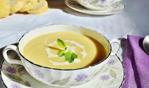Soupe de panais au cheddar à l'anglaise