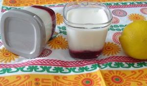Le yaourt au citron et à la confiture