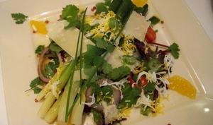 Petits poireaux en salade aux suprêmes d'orange et leur fondue de Mont d'Or
