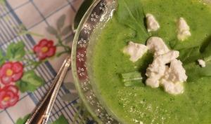Soupe de printemps : courgette, roquette et chèvre frais