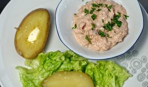 Pomme de terre au four et sauce au thon