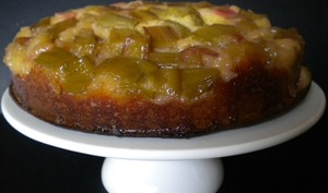 Gâteau à la rhubarbe et fève tonka façon Tatin