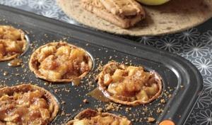 Tartelettes de crêpes aux pommes, crème de caramel et speculoos