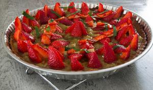 Tarte rhubarbe, fraises et menthe