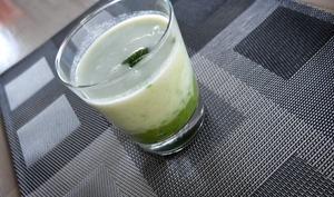 Velouté d'asperges blanches et purée de petits pois à la menthe en verrines