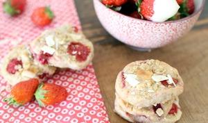 Cookies aux flocons d'avoine, fraises des bois et chocolat blanc