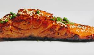 Saumon mariné et laqué à la sauce teriyaki