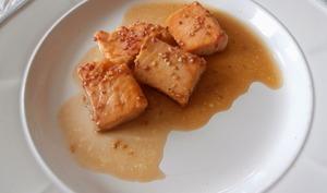 Saumon laqué au sirop d'érable, sauce soja et sésame à la Prune Ume