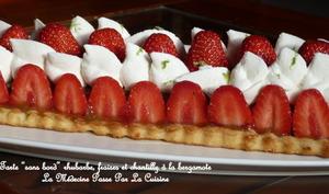Tarte sans bord à la rhubarbe et aux fraises, chantilly bergamote