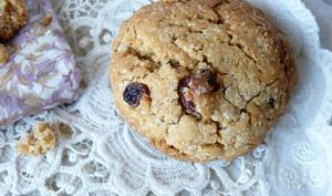 Biscuit beurre de cacahuète, flocons de grand épeautre, raisins secs