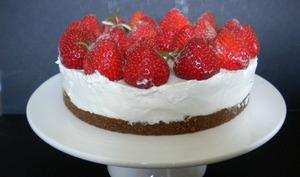 Tarte aux fraises, violettes et mascarpone
